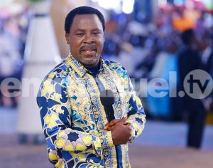 Tb Joshua  collect offering